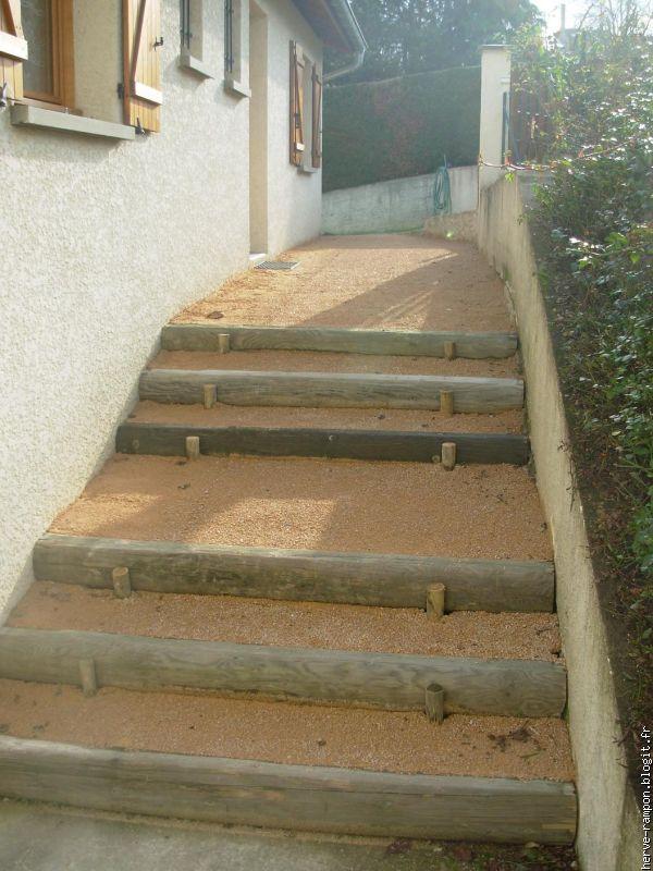 escaliers en rondins de diametre 20 cm
